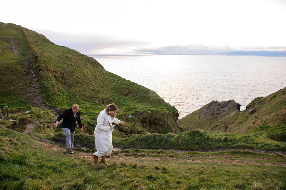 A couple elope to ireland and newtown castle and cliffs of moher on the wild atlantic way